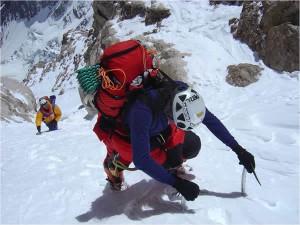 Jordi Coromines i Òscar Cadiach superant el corredor del Casarotto, a 8.000 d'alçada.