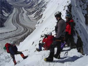 Arribats al Coll del Negrotto, a 6.400 m. Foto de la Col·lecció Catalans al K2 8.811 m Magic Line 2004.